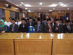 Pejabat yang dilantik berfoto bersama.