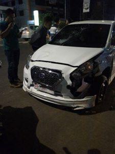 Mobil Datsun yang digunakan pelaku menabrak motor polisi diamankan petugas.