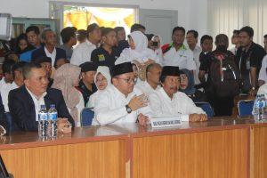 Calon Gubernur dan Wakil Gubernur Babel Erzaldi Rosman Djohan dan Abdul Fatah saat mendaftarkan diri di KPU Babel, Kamis (22/9).