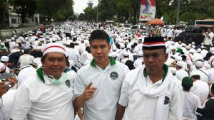 Rombongan HMI dan KAHMI Palembang di tengah aksi 212