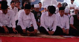 Presiden Jokowi dan Wapres JK hadir di aksi 212, ikut mendengarkat khitbah dan sholat Jumat