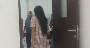Curiga Sikap Istri Berubah, Pria Ini Buntuti dan Grebek Istri Sedang Bersama PIL di Dalam Kamar Kos