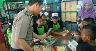 Selain Jadi Polisi, Bripka Toni Ternyata Kampanyekan Budaya Membaca di Sekolah
