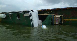 Kapal Kayong Tenggelam di Dekat Pelabuhan Tanjung Api-Api,  1 ABK Tewas, 30 Penumpang Selamat