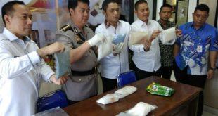 Irjen Zulkarnain: Identitas Pembawa 3kg Shabu ke Bandara SMB II Fiktif
