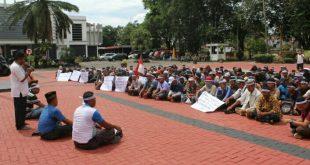 Lahan Digusur PT R6B, Masyarakat Demo ke Kantor Bupati