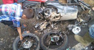 Mengalami Kecelakaan Akibat Jalan Rusak, Roda Sepeda Motor Ini Sampai Lepas