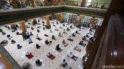Shalat Jumat berjamaah di Masjid Agung Al Barkah Kota Bekasi